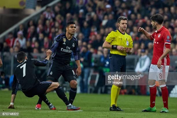 Javi Martinez of Munich speak with Referee Nicola Rizzoli during the UEFA Champions League Quarter Final first leg match between FC Bayern Muenchen...