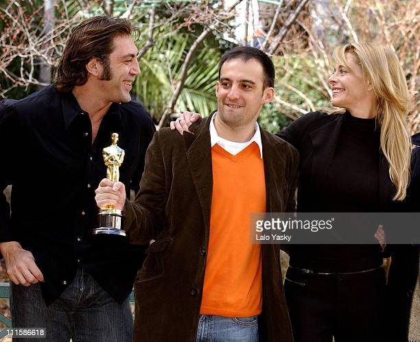 Javier Bardem Alejandro Amenabar director and Belen Rueda winners Best Foreign Film for 'The Sea Inside'