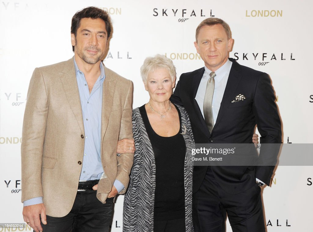 Javier Bardem Dame Judi Dench and Daniel Craig attend a photocall for the new James Bond film 'Skyfall' at The Dorchester on October 22 2012 in...