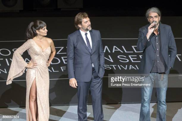 Javier Bardem Penelope Cruz and director Fernando Leon de Aranoa attend 'Loving Pablo' photocall during 65th San Sebastian Film Festival on September...