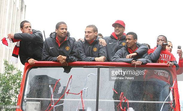 Javier 'Chicharito' Hernandez Bebe Nemanja Vidic Rio Ferdinand Nani and Patrice Evra of Manchester United poses with the Barclays Premier League...