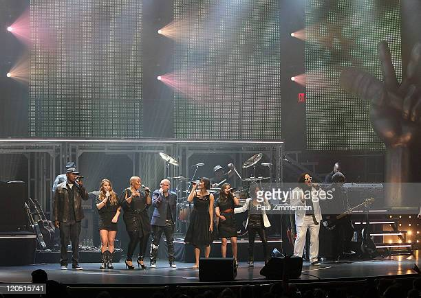 Javier Colon Casey Weston Frenchie Davis Beverly McClellan Dia Frampton Xena Vicci Martinez and Nakia perform during 'The Voice' Live on Tour at The...