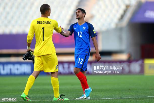 Javier Delgado of Honduras shakes hands with Ludovic Blas of France after the FIFA U20 World Cup Korea Republic 2017 group E match between France and...