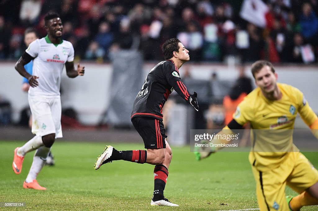 <a gi-track='captionPersonalityLinkClicked' href=/galleries/search?phrase=Javier+Hernandez+-+Soccer+Player&family=editorial&specificpeople=6733186 ng-click='$event.stopPropagation()'>Javier Hernandez</a> of Bayer Leverkusen (C) celebrates as he scores their first goal from the penalty spot during the DFB Cup Quarter Final match between Bayer Leverkusen and Werder Bremen at BayArena on February 9, 2016 in Leverkusen, Germany.