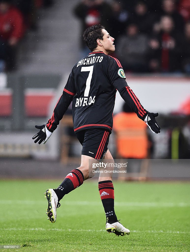 <a gi-track='captionPersonalityLinkClicked' href=/galleries/search?phrase=Javier+Hernandez+-+Soccer+Player&family=editorial&specificpeople=6733186 ng-click='$event.stopPropagation()'>Javier Hernandez</a> of Bayer Leverkusen celebrates as he scores their first goal from the penalty spot during the DFB Cup Quarter Final match between Bayer Leverkusen and Werder Bremen at BayArena on February 9, 2016 in Leverkusen, Germany.