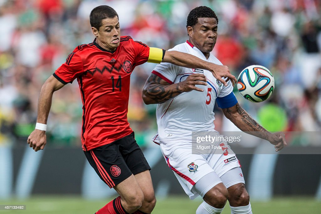 <a gi-track='captionPersonalityLinkClicked' href=/galleries/search?phrase=Javier+Hernandez+-+Soccer+Player&family=editorial&specificpeople=6733186 ng-click='$event.stopPropagation()'>Javier Hernandez</a> (R) of Mexico fights for the ball with Roman Torres of Panama during a friendly match between Mexico and Panama at Corregidora Stadium on October 12, 2014 in Queretaro, Mexico.
