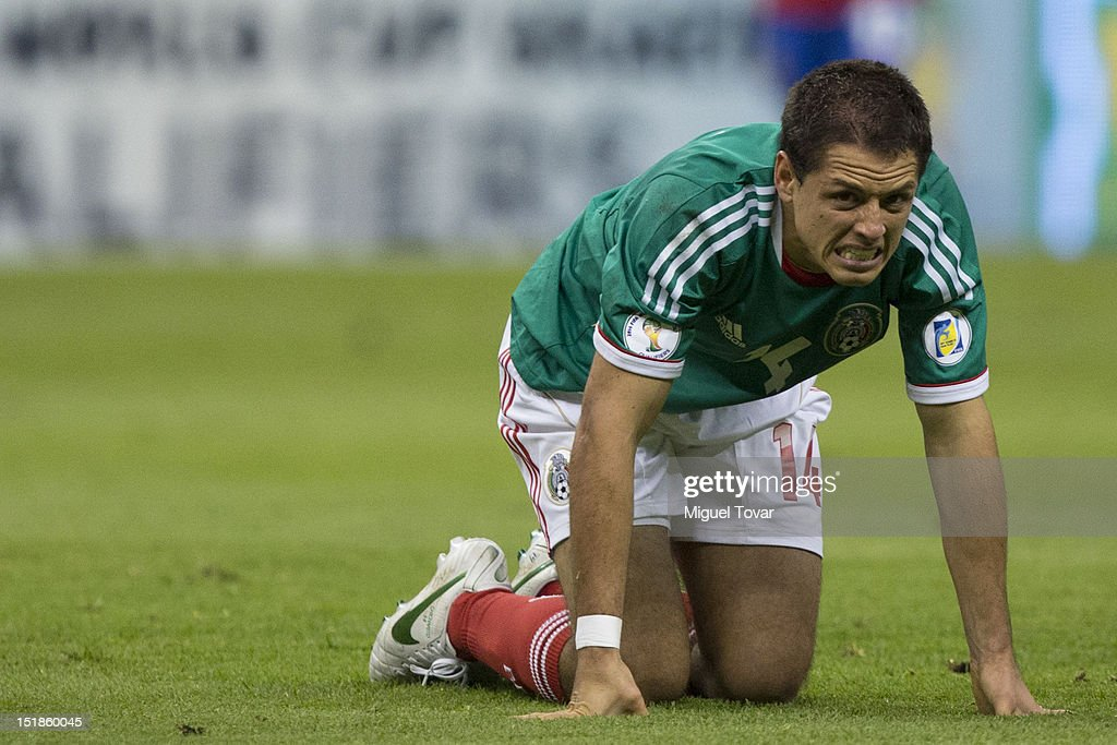 <a gi-track='captionPersonalityLinkClicked' href=/galleries/search?phrase=Javier+Hernandez+-+Voetballer&family=editorial&specificpeople=6733186 ng-click='$event.stopPropagation()'>Javier Hernandez</a> of Mexico reacts during a match between Mexico and Costa Rica as part of the CONCACAF Qualifiers at the Estadio Azteca on September 11, 2012 in Mexico City, Mexico.