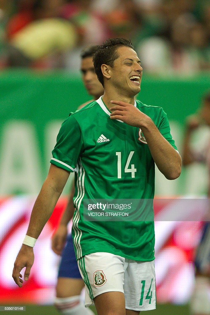 Javier Hernandez of Mexico reacts during the friendly match between the Mexican national team and Paraguay national team at the Georgia Dome in Atlanta, Georgia on May 28, 2016. / AFP / VICTOR
