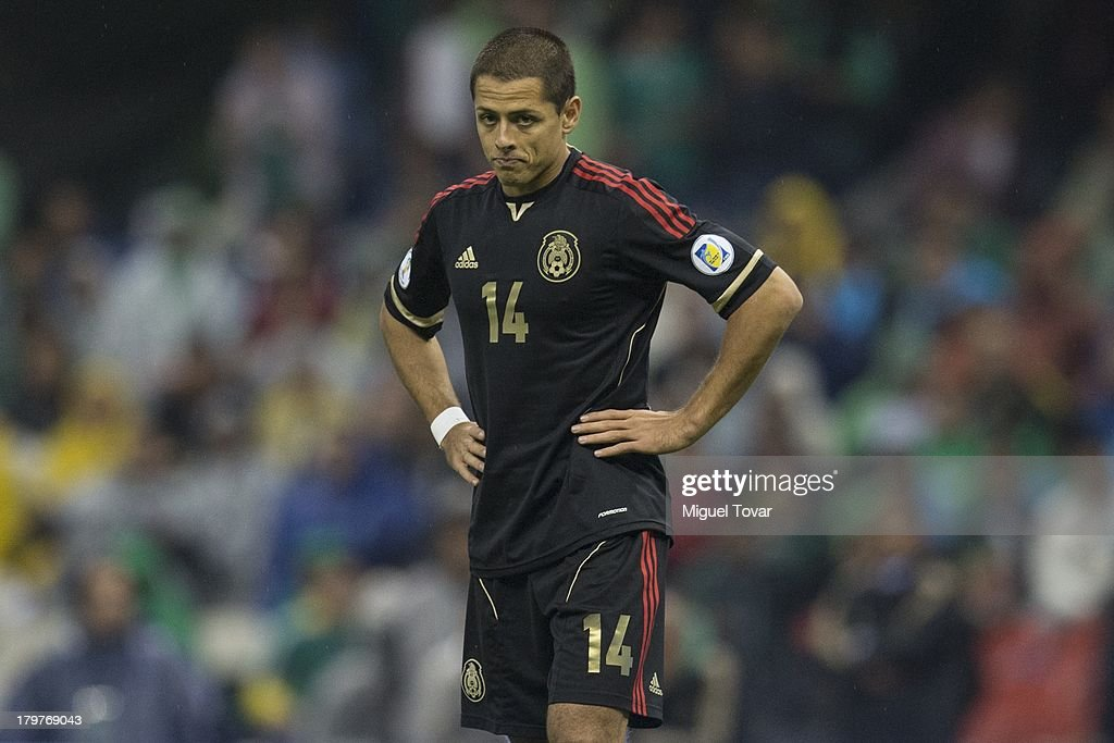 <a gi-track='captionPersonalityLinkClicked' href=/galleries/search?phrase=Javier+Hernandez+-+Voetballer&family=editorial&specificpeople=6733186 ng-click='$event.stopPropagation()'>Javier Hernandez</a> reacts after loosing against Honduras during a match between Mexico and Honduras as part of the 15th round of the South American Qualifiers at Azteca Stadium on September 06, 2013 in Mexico City, Mexico.