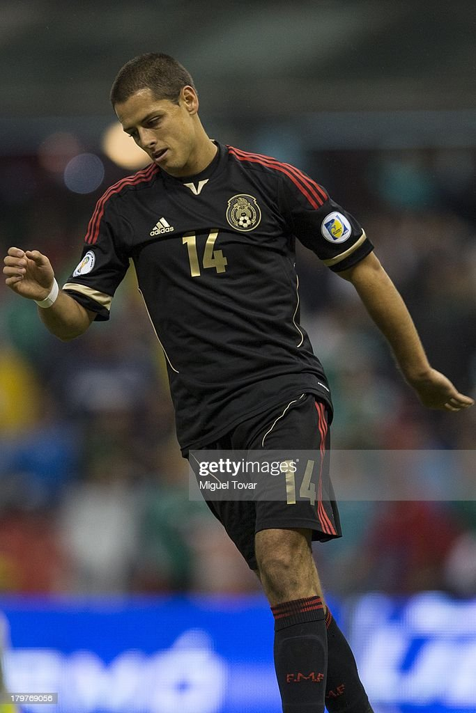 <a gi-track='captionPersonalityLinkClicked' href=/galleries/search?phrase=Javier+Hernandez+-+Voetballer&family=editorial&specificpeople=6733186 ng-click='$event.stopPropagation()'>Javier Hernandez</a> reacts during a match between Mexico and Honduras as part of the 15th round of the South American Qualifiers at Azteca Stadium on September 06, 2013 in Mexico City, Mexico.