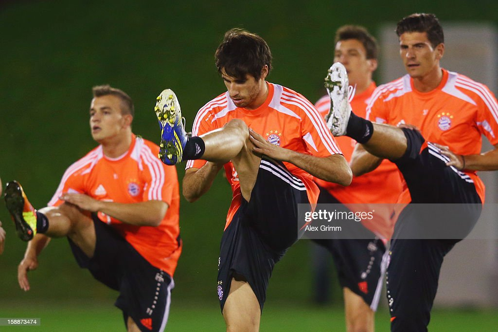 Javier Martinez (front) exercises during a Bayern Muenchen training session at the ASPIRE Academy for Sports Excellence on January 2, 2013 in Doha, Qatar.