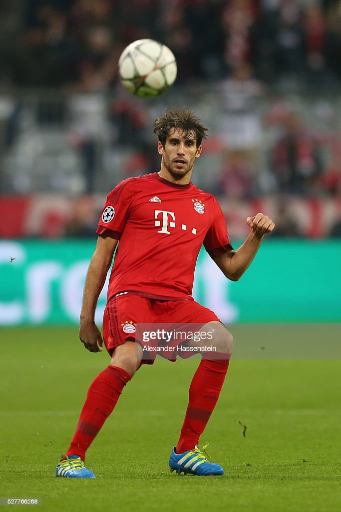 Javier Martinez of Bayern Muenchen runs with the ball during the UEFA Champions League semi final second leg match between FC Bayern Muenchen and Club Atletico de Madrid at Allianz Arena on May 3, 2016 in Munich, Germany.