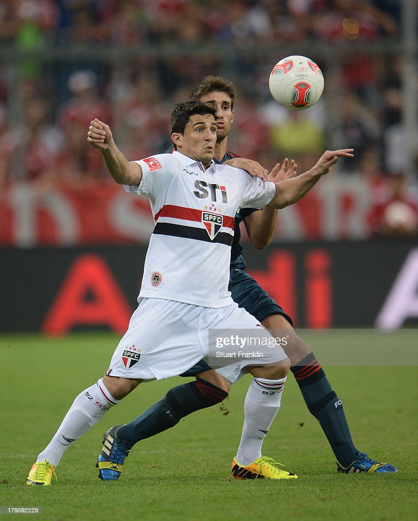 Javier Martinez of Muenchen challenges for the ball with Aloisio of Sao Paulo during the Audi cup match between FC Bayern Muenchen and FC Sao Paulo at Allianz Arena on July 31, 2013 in Munich, Germany.