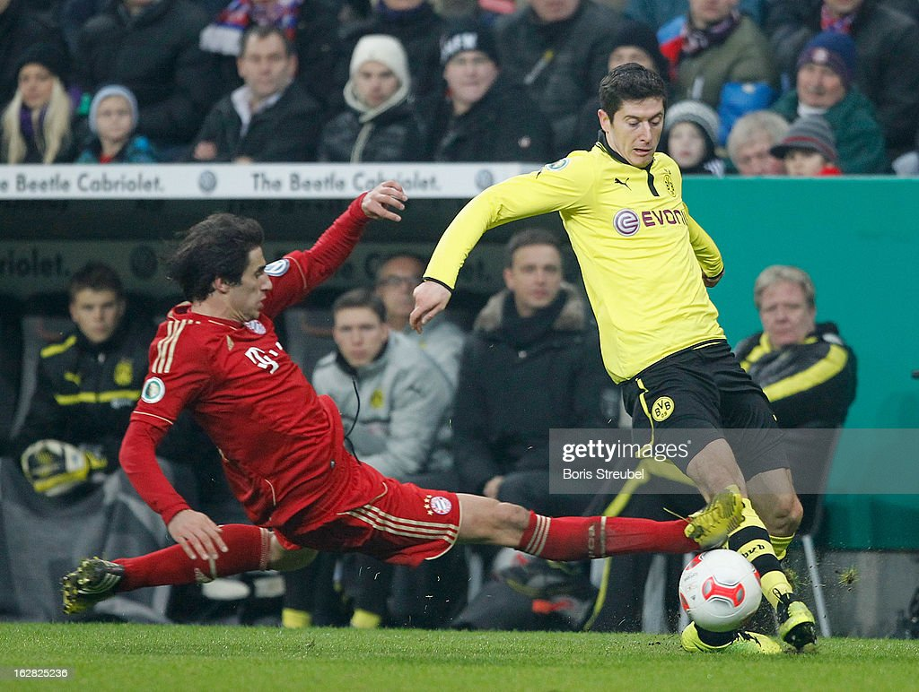 Javier Martinez (L) of Muenchen challenges Robert Lewandowski of Dortmund during the DFB Cup Quarter Final match between FC Bayern Muenchen and Borussia Dortmund at Allianz Arena on February 27, 2013 in Munich, Germany.