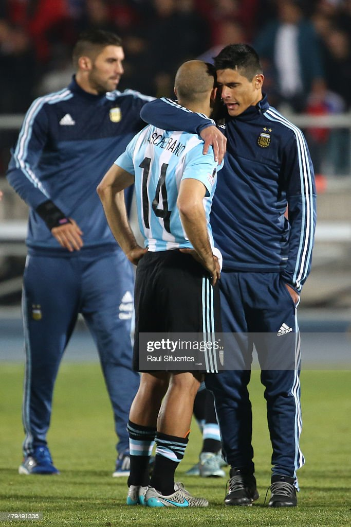 <a gi-track='captionPersonalityLinkClicked' href=/galleries/search?phrase=Javier+Mascherano&family=editorial&specificpeople=490876 ng-click='$event.stopPropagation()'>Javier Mascherano</a> of Argentina looks dejected after the 2015 Copa America Chile Final match between Chile and Argentina at Nacional Stadium on July 04, 2015 in Santiago, Chile.