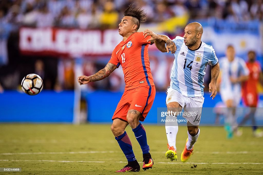 Javier Mascherano (R) of Argentina struggle for the ball against Eduardo Vargas (L) of Chile during the championship match between Argentina and Chile at MetLife Stadium as part of Copa America Centenario 2016 on June 26, 2016 in East Rutherford, New Jersey, USA.