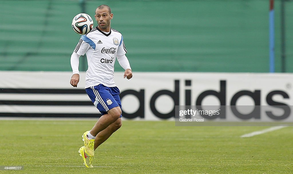 <a gi-track='captionPersonalityLinkClicked' href=/galleries/search?phrase=Javier+Mascherano&family=editorial&specificpeople=490876 ng-click='$event.stopPropagation()'>Javier Mascherano</a> of Argentina watches the ball during an Argentina training session at Ezeiza Training Camp on May 31, 2014 in Ezeiza, Argentina.