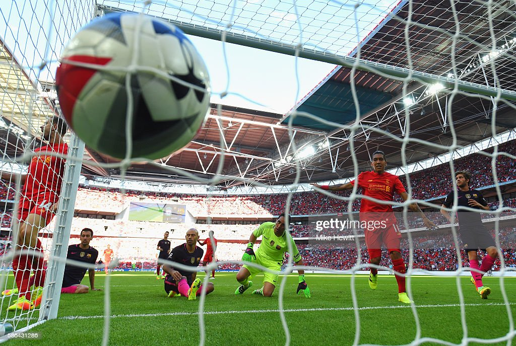 Javier Mascherano of Barcelona scores an own goal for Liverpool's second goal during the International Champions Cup match between Liverpool and Barcelona at Wembley Stadium on August 6, 2016 in London, England.