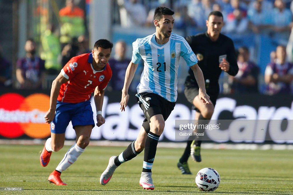Javier Pastore of Argentina fights for the ball with Alexis Sanchez of Chile during the 2015 Copa America Chile Final match between Chile and Argentina at Nacional Stadium on July 04, 2015 in Santiago, Chile.