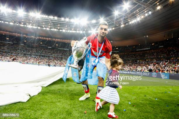 Javier Pastore of Paris Saint Germain with the trophy and his daughter Martina after winning the National Cup Final match between Angers SCO and...