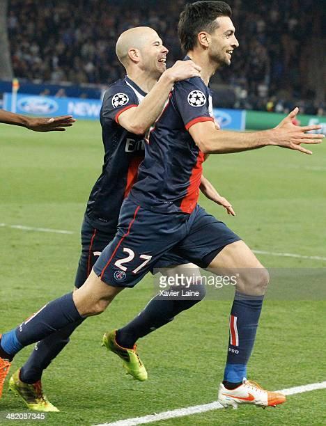 Javier Pastore of Paris SaintGermain celebrate his goal and victory with teammatte during the UEFA Champions League Quatrer Finale between Paris...