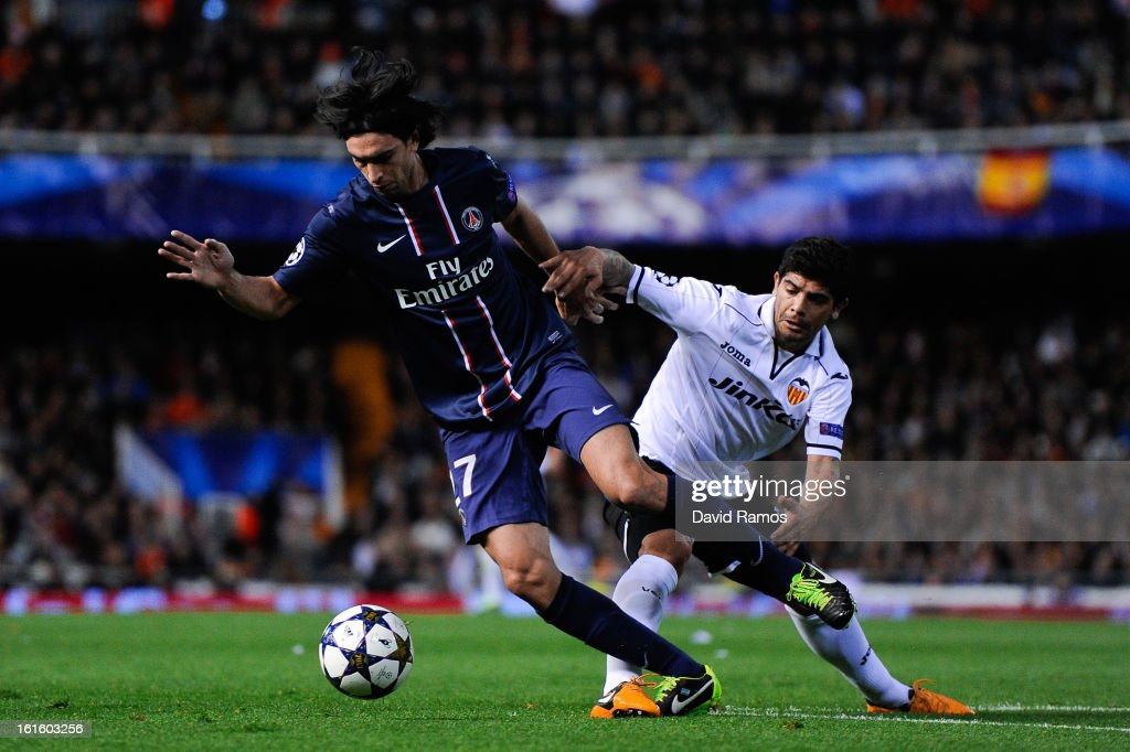 <a gi-track='captionPersonalityLinkClicked' href=/galleries/search?phrase=Javier+Pastore&family=editorial&specificpeople=5857872 ng-click='$event.stopPropagation()'>Javier Pastore</a> of Paris Saint-Germain (L) duels for the ball with <a gi-track='captionPersonalityLinkClicked' href=/galleries/search?phrase=Ever+Banega&family=editorial&specificpeople=4100796 ng-click='$event.stopPropagation()'>Ever Banega</a> of Valencia CF during the UEFA Champions League Round of 16 first leg match between Valencia CF and Paris St Germain at Estadi de Mestalla on February 12, 2013 in Valencia, Spain.