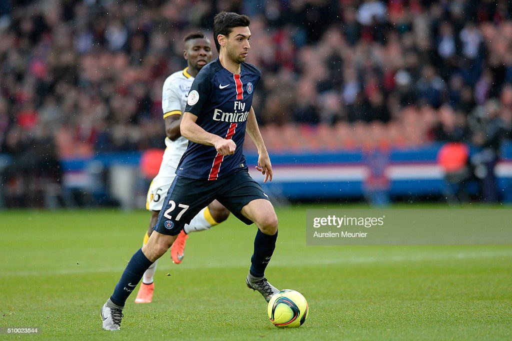 <a gi-track='captionPersonalityLinkClicked' href=/galleries/search?phrase=Javier+Pastore&family=editorial&specificpeople=5857872 ng-click='$event.stopPropagation()'>Javier Pastore</a> of Paris Saint-Germain runs with the ball during the Ligue 1 game between Paris Saint-Germain and Lille OSC at Parc des Princes on February 13, 2016 in Paris, France.