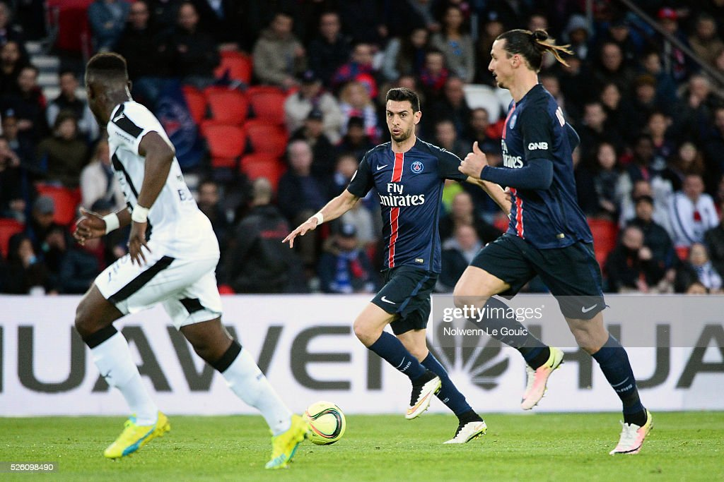 Javier PASTORE of PSG and Zlatan IBRAHIMOVIC of PSG during the French Ligue 1 match between Paris Saint Germain PSG and Stade Rennais at Parc des Princes on April 29, 2016 in Paris, France.