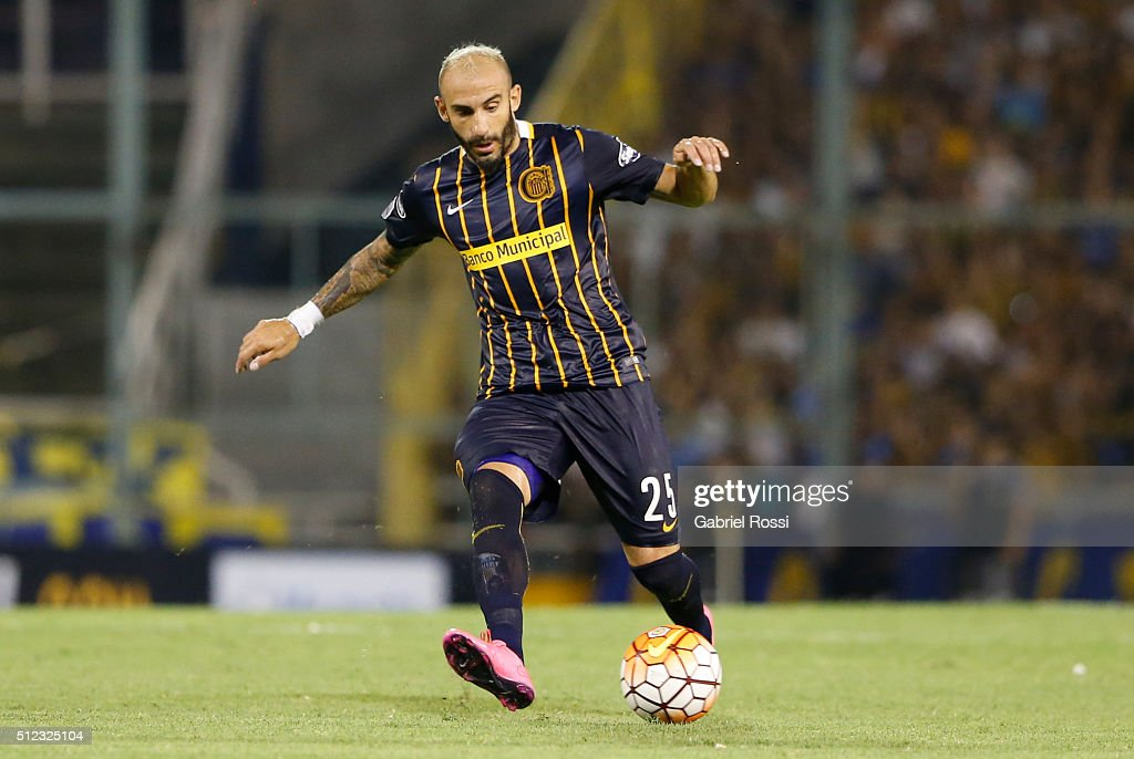 Javier Pinola of Rosario Central drives the ball during a group stage match between Rosario Central and Nacional as part of Copa Bridgestone...