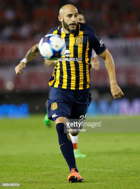 Javier Pinola of Rosario Central runs for the ball during a match between River Plate and Rosario Central as part of Torneo Primera Division 2016/17...