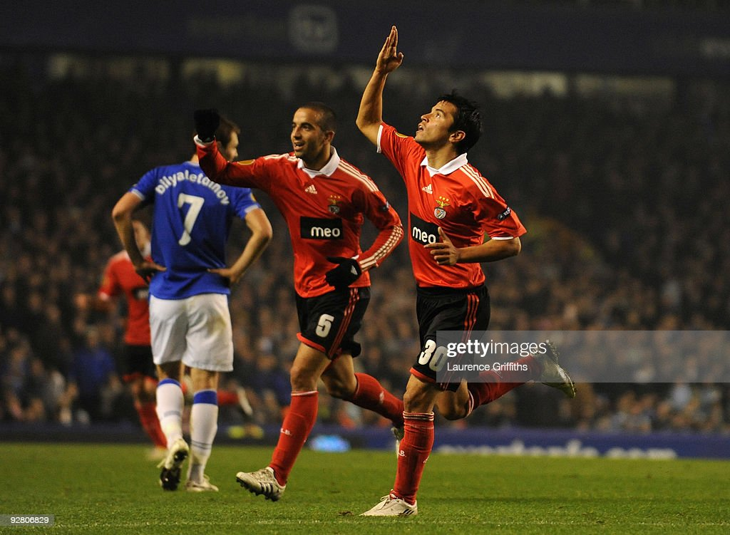 <a gi-track='captionPersonalityLinkClicked' href=/galleries/search?phrase=Javier+Saviola&family=editorial&specificpeople=207198 ng-click='$event.stopPropagation()'>Javier Saviola</a> of Benfica celebrates scoring the opening goal during the UEFA Europa League Group I match between Everton and Benfica at Goodison Park on November 5, 2009 in Liverpool, England.