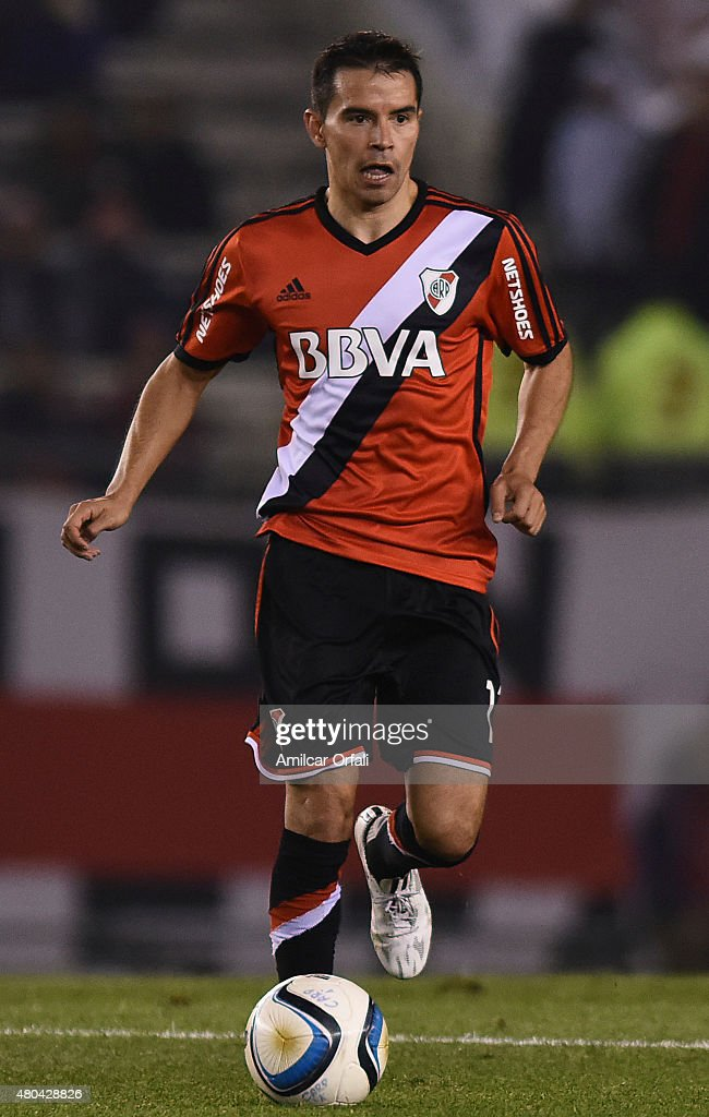 <a gi-track='captionPersonalityLinkClicked' href=/galleries/search?phrase=Javier+Saviola&family=editorial&specificpeople=207198 ng-click='$event.stopPropagation()'>Javier Saviola</a> of River Plate drives the ball during a match between River Plate and Temperley as part of 16th round of Torneo Primera Division 2015 at Antonio Vespucio Liberti Stadium on July 11, 2015 in Buenos Aires, Argentina.