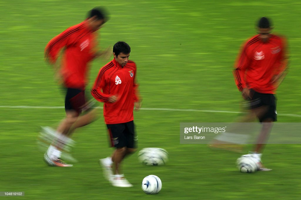 <a gi-track='captionPersonalityLinkClicked' href=/galleries/search?phrase=Javier+Saviola&family=editorial&specificpeople=207198 ng-click='$event.stopPropagation()'>Javier Saviola</a> runs with the ball during a SL Benfica training session ahead of the UEFA Champions League match against FC Schalke 04 at Veltins Arena on September 28, 2010 in Gelsenkirchen, Germany.