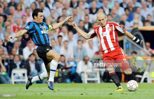 Javier Zanetti of Inter Milan and Arjen Robben of FC Bayern Muenchen in action during the UEFA Champions League Final match between FC Bayern...
