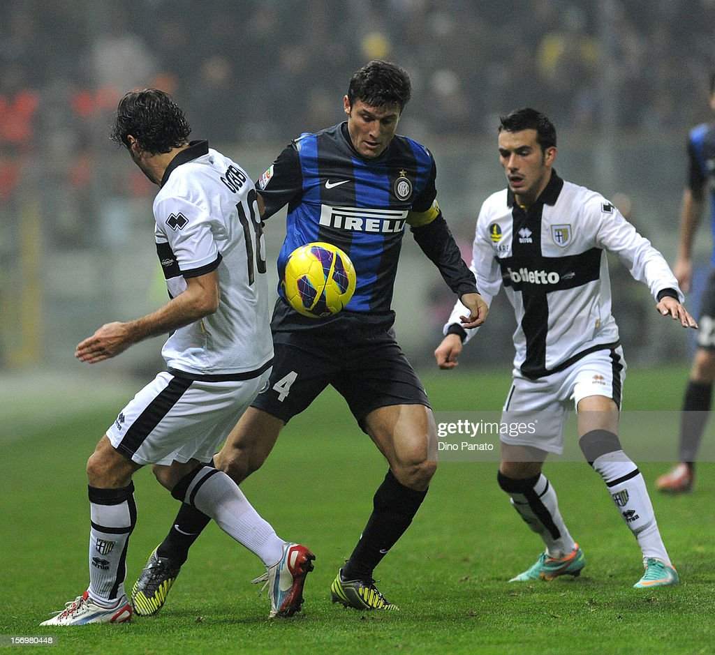 Javier Zanetti (C) of internazionale Milano Massimo Gobbi (L) and Nicola Sansone of Parma FC during the Serie A match between Parma FC and FC Internazionale Milano at Stadio Ennio Tardini on November 26, 2012 in Parma, Italy.
