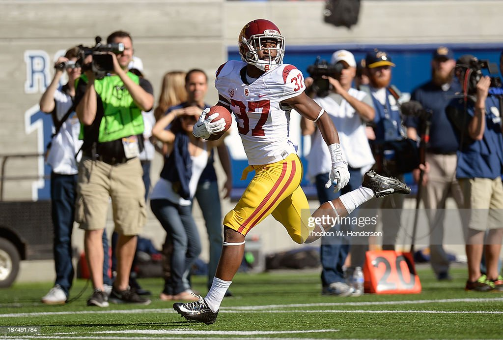 Javorius Allen #37 of the USC Trojans scores on a forty-three yard pass play against the California Golden Bears during the second quarter at California Memorial Stadium on November 9, 2013 in Berkeley, California.