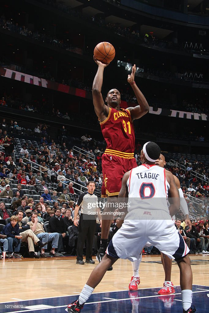 <a gi-track='captionPersonalityLinkClicked' href=/galleries/search?phrase=Jawad+Williams&family=editorial&specificpeople=200696 ng-click='$event.stopPropagation()'>Jawad Williams</a> #31 of the Cleveland Cavaliers shoots against <a gi-track='captionPersonalityLinkClicked' href=/galleries/search?phrase=Jeff+Teague&family=editorial&specificpeople=4680498 ng-click='$event.stopPropagation()'>Jeff Teague</a> #0 of the Atlanta Hawks during a game on December 22, 2010 at Philips Arena in Atlanta, Georgia.