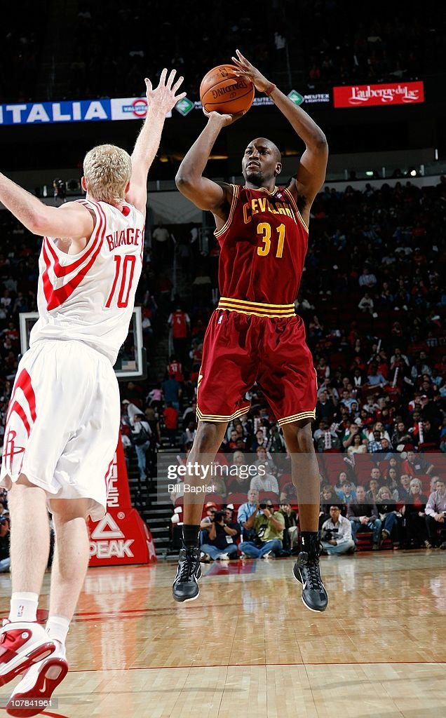 <a gi-track='captionPersonalityLinkClicked' href=/galleries/search?phrase=Jawad+Williams&family=editorial&specificpeople=200696 ng-click='$event.stopPropagation()'>Jawad Williams</a> #31 of the Cleveland Cavaliers shoots the ball against <a gi-track='captionPersonalityLinkClicked' href=/galleries/search?phrase=Chase+Budinger&family=editorial&specificpeople=3847600 ng-click='$event.stopPropagation()'>Chase Budinger</a> #10 of the Houston Rockets during a game on December 11, 2010 at the Toyota Center in Houston, Texas.