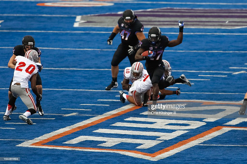 Jay Ajayi #27 of the Boise State Broncos runs the ball against the UNLV Rebels at Bronco Stadium on October 20, 2012 in Boise, Idaho.