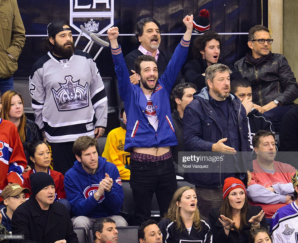 Justin Bieber Gets Hit, Bounces Back in Celebrity Hockey ...
