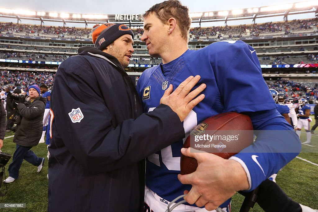 Jay Cutler #6 of the Chicago Bears shakes hands with Eli Manning #10 after they lost to the New York Giants 22-16during the second half at MetLife Stadium on November 20, 2016 in East Rutherford, New Jersey.