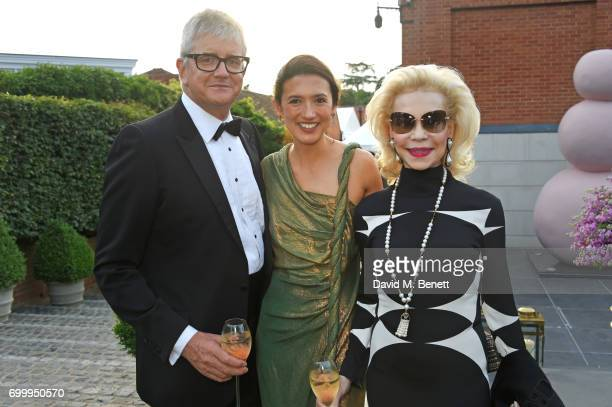 Jay Jopling Hikari Yokoyama and Lynn Wyatt attend the Woodside Gallery Dinner in benefit of Elton John AIDS Foundation in partnership with BVLGARI at...