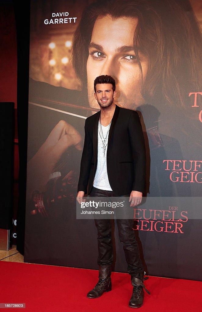 Jay Khan arrives for the 'Der Teufelsgeiger' Premiere on October 24, 2013 in Munich, Germany.