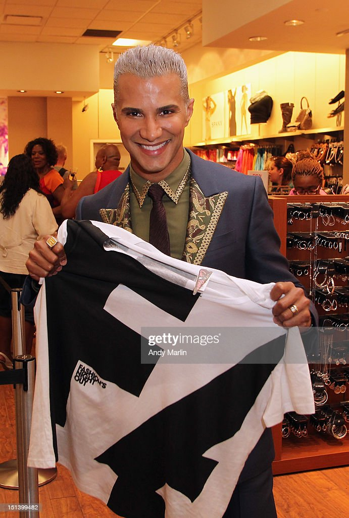 <a gi-track='captionPersonalityLinkClicked' href=/galleries/search?phrase=Jay+Manuel&family=editorial&specificpeople=557434 ng-click='$event.stopPropagation()'>Jay Manuel</a> displays the Fashion Night Out shirt during Fashion Guru <a gi-track='captionPersonalityLinkClicked' href=/galleries/search?phrase=Jay+Manuel&family=editorial&specificpeople=557434 ng-click='$event.stopPropagation()'>Jay Manuel</a> Hosts Lane Bryant's Fashion Night Out on September 6, 2012 in Brooklyn, New York.