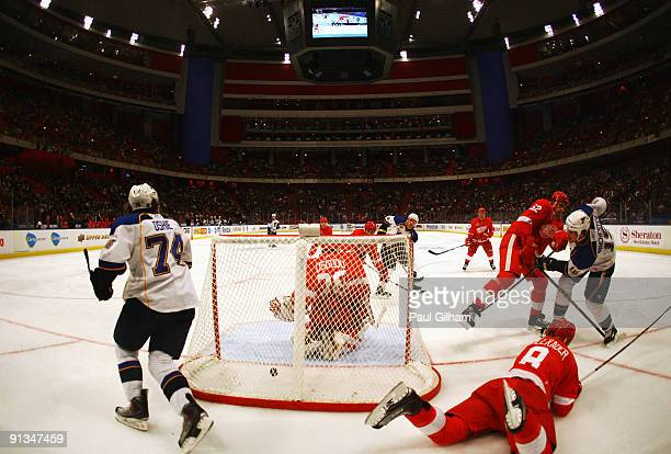 Jay McClement of St Louis Blues scores against the Detroit Red Wings during the 2009 Compuware NHL Premiere Stockholm match between Detroit Red Wings...