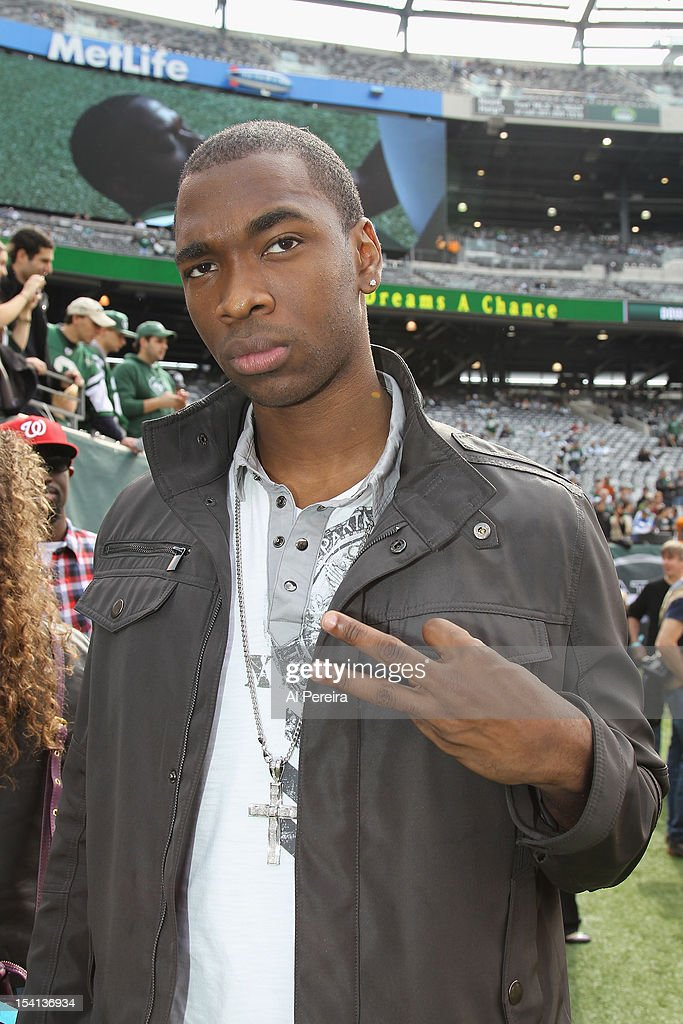 <a gi-track='captionPersonalityLinkClicked' href=/galleries/search?phrase=Jay+Pharoah&family=editorial&specificpeople=7252581 ng-click='$event.stopPropagation()'>Jay Pharoah</a> attends the football game between the Jets and the Colts at the MetLife Stadium on October 14, 2012 in East Rutherford, New Jersey.