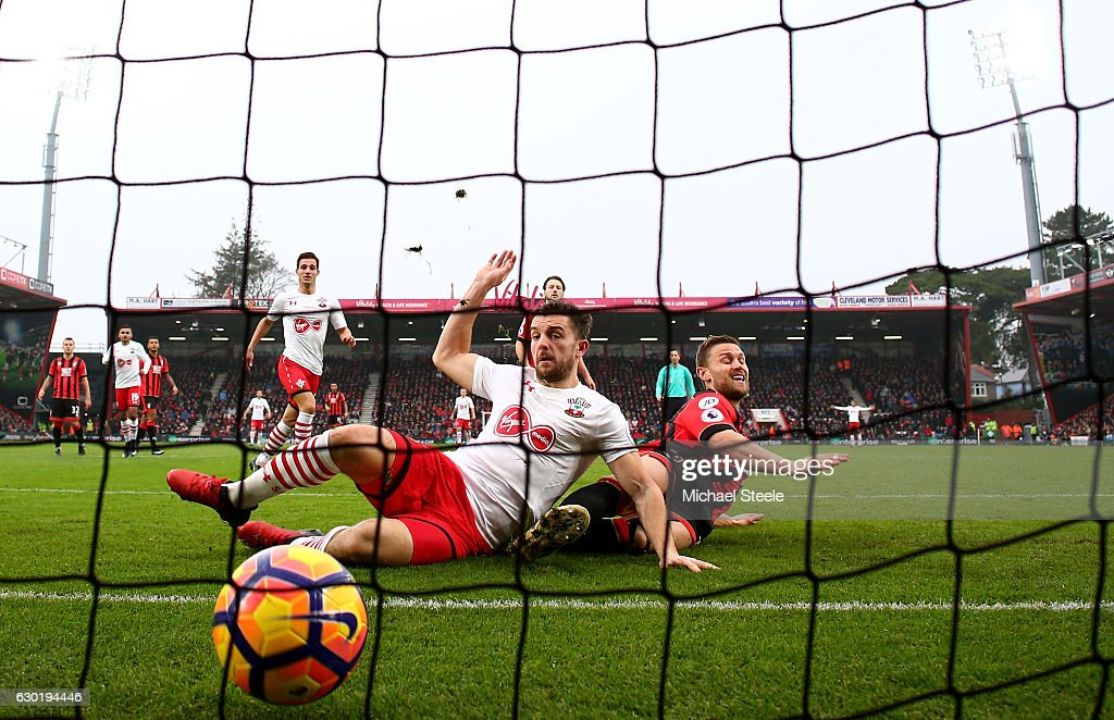 Jay Rodriguez of Southampton (C) scores his sides second goal during the Premier League match between AFC Bournemouth and Southampton at Vitality Stadium on December 18, 2016 in Bournemouth, England.