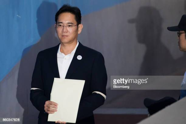 Jay Y Lee covice chairman of Samsung Electronics Co arrives at the Seoul Central District Court in Seoul South Korea on Thursday Oct 12 2017 Lee was...