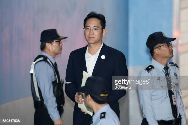 Jay Y Lee covice chairman of Samsung Electronics Co center arrives at the Seoul Central District Court in Seoul South Korea on Thursday Oct 12 2017...