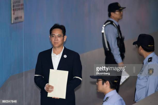 Jay Y Lee covice chairman of Samsung Electronics Co left arrives at the Seoul Central District Court in Seoul South Korea on Thursday Oct 12 2017 Lee...